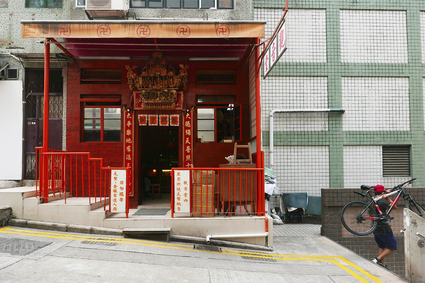 Kwun Yam Temple - Photograph of Sophie Chalumeau