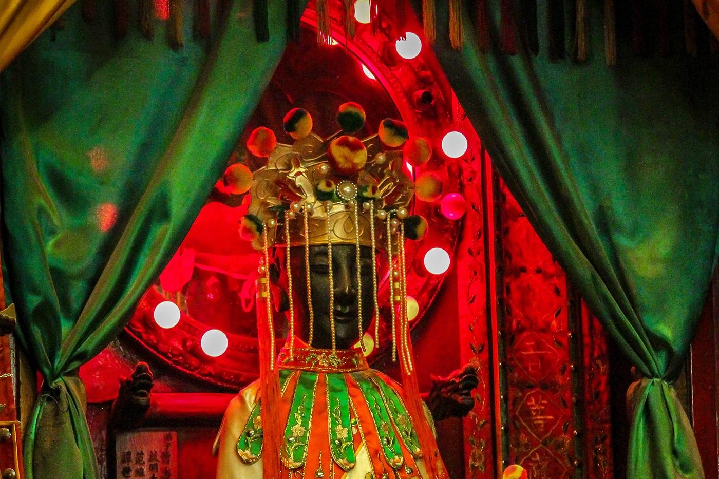 Traditional Hong Kong Kwun Yum statues - Kwun Yum or Shui Yuet temple in Shan Tung Street